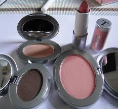 Makeup and Diet Culture Affect Teen Girls Negatively